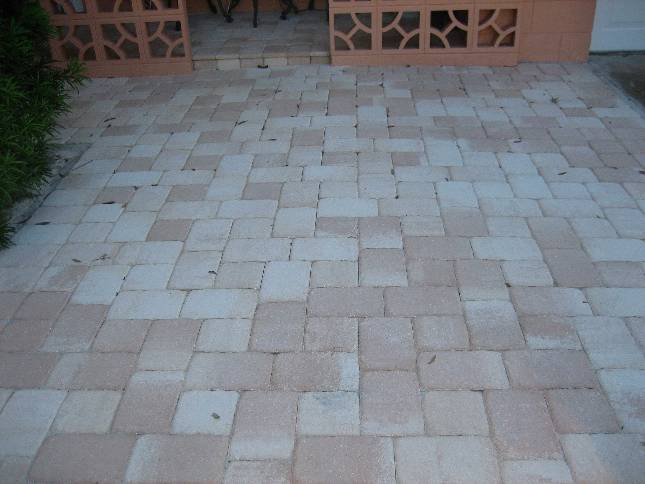 Paver Patios Rarely Use Concrete Base. Edging Is Done By Plastic, Usually  Covered With Mulch Or Grass, Not Easily Visible.